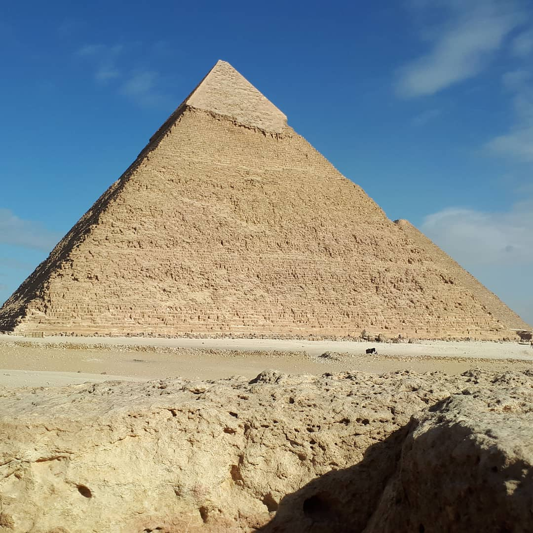 #giza #pyramid #egyptian #acient #art #pharaoh #desert #gizaplateau #gizapyramids #huge #imponent #photooftheday #photooftheyear #newyearseve #happyness #artforlife
